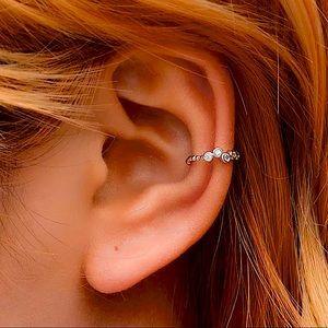 ⚜️[𝟯/$𝟮𝟴]⚜️Silver Cuff Crystal Wrap Earring NEW